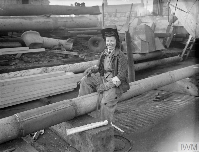 SHIPYARD WORKERS WORK DAY AND NIGHT. 27 OCTOBER 1944, BROCKLEBANK DOCK, LIVERPOOL. © IWM (A 26293)